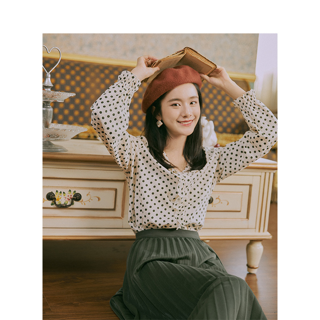 INMAN 2019 Autumn New Arrival Young Literary Style Lace V-neck Retro Wave Point Elegant Women Blouse 1