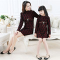 Madre e hija vestido de juego de madre e hija ropa de la familia mirada muchacha y vestido de la madre de encaje de moda arco princesa de manga larga
