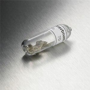 Image 3 - Échantillon de référence en praséyie métallique