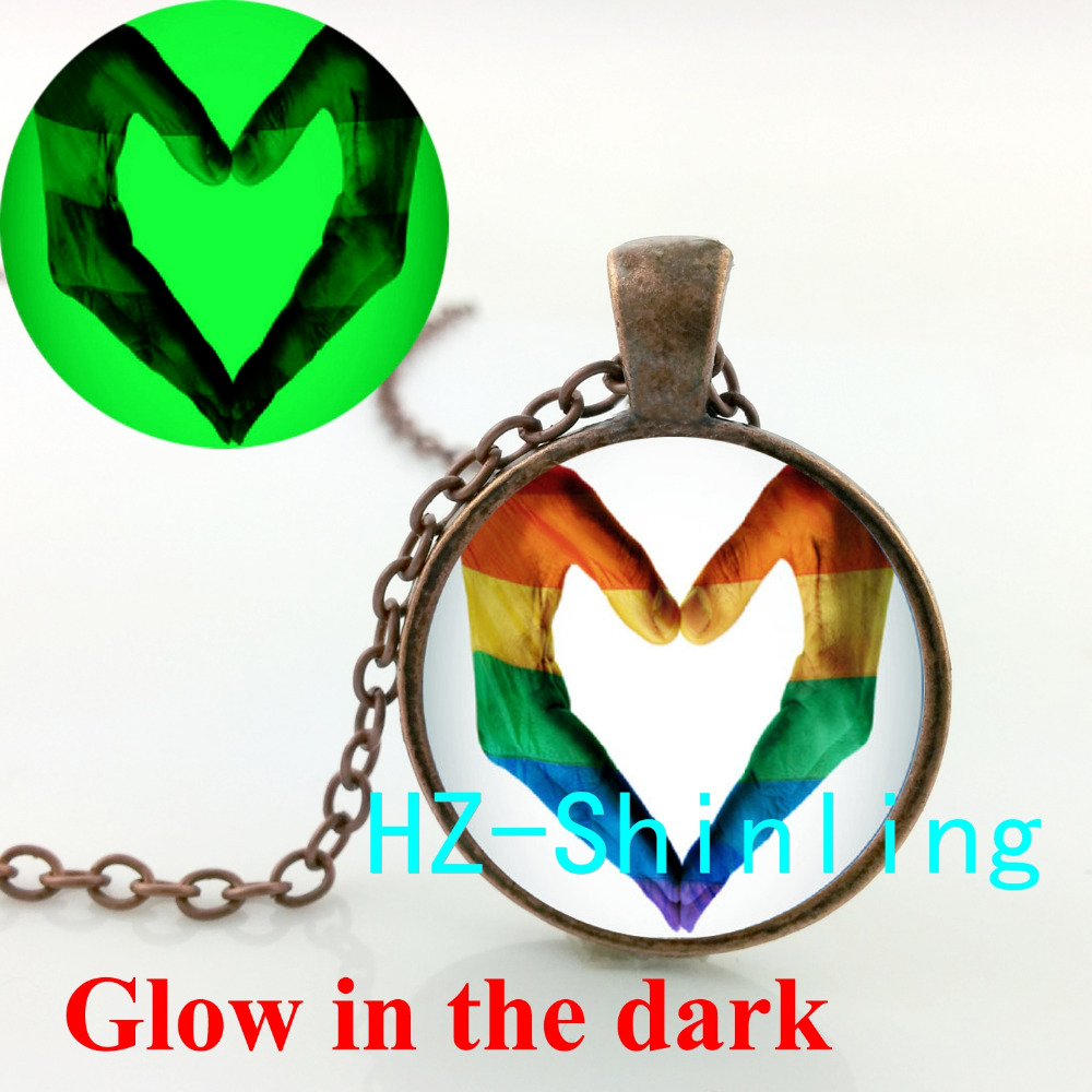 GL-00644 Gay Pride Glowing Necklace Gay Lesbian Pride Pendant Glow in The Dark Jewelry Glass Cabochon Pendant Necklace