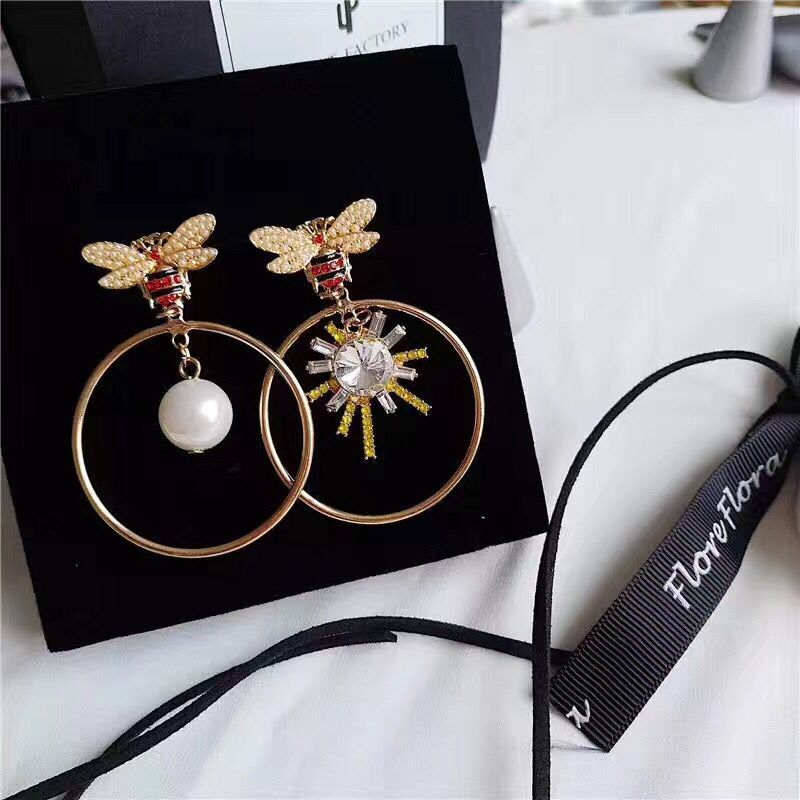New Elegant long crystal bee temperament pearl big circle exaggerated Drop Earrings for women Party jewelry alloy bead chain circle drop earrings