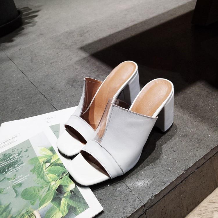 Модные тапочки на квадратном каблуке с открытым носком; женские пикантные босоножки без шнуровки на каблуке; модные белые босоножки из искусственной кожи в стиле пэчворк на массивном каблуке - 2