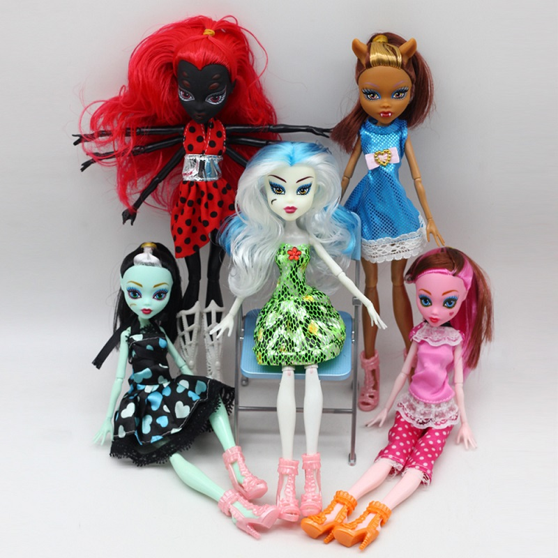 Monster Dolls 5/sets or 4/sets Movable Joint Body New Style Fashion High Quality Plastic Classic Toys Draculaura/Clawdeen Wolf high tech and fashion electric product shell plastic mold