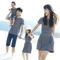 Combinando Roupas Da Família Mãe e Filha listrado ocasional Vestido de Pai e Filho de manga curta T-shirt Roupas estilo da praia do Verão