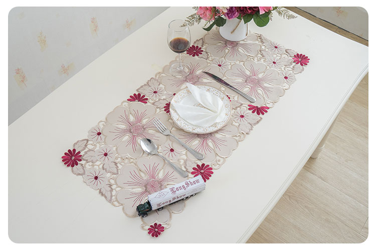 cutwork table runner (3)