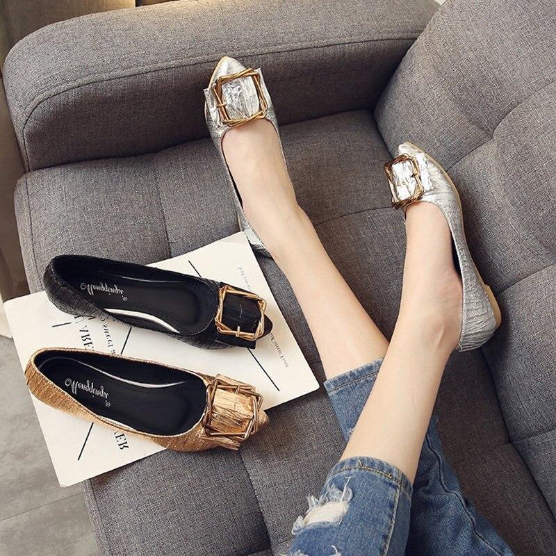 2018 г. Женская демисезонная повседневная кожаная обувь на плоской подошве с острым носком и металлической пряжкой, MN5