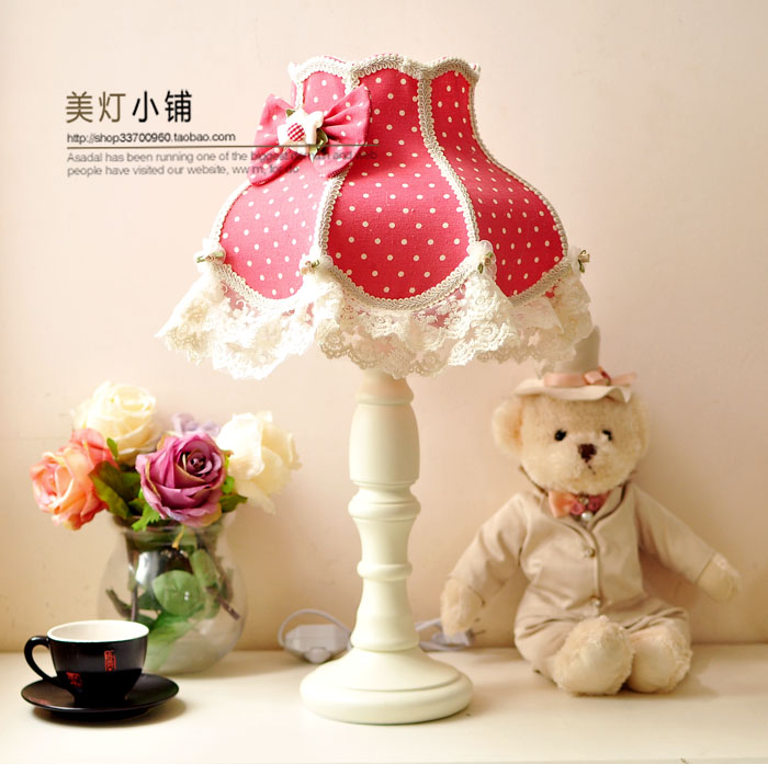 European-style table lamp bedroom bedside table lamp idyllic village vintage lace cloth coarse cotton bedroom bedside lamp european style garden lace wedding celebration cloth decoration gift new red lamp
