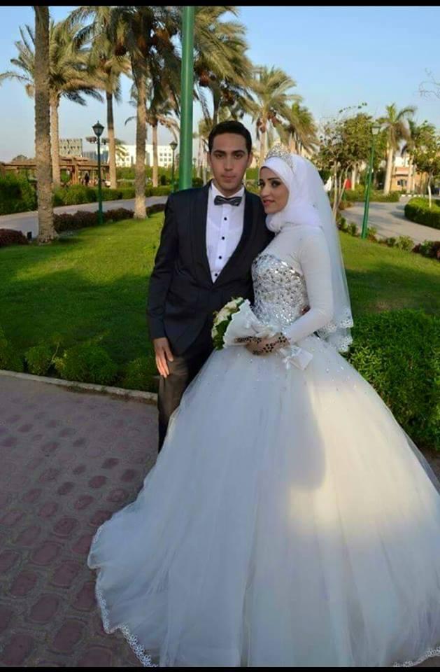da5965b85a7 Arabie Arabe Robes De Mariée 2019 Dubaï Robes De Mariée avec Hijab Cristal  Col Haut À Manches Longues Musulman Mère de la dans Mère De La Mariée Robes  de ...