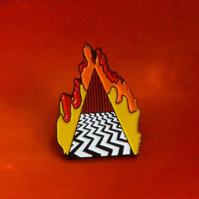 Hangat Trendi Twin Peaks Pin Dougie Jones Jimat Keberuntungan Menampilkan Kamar Merah Mr Jackpot Hello Pin Topi Lencana to COCK Up Bros