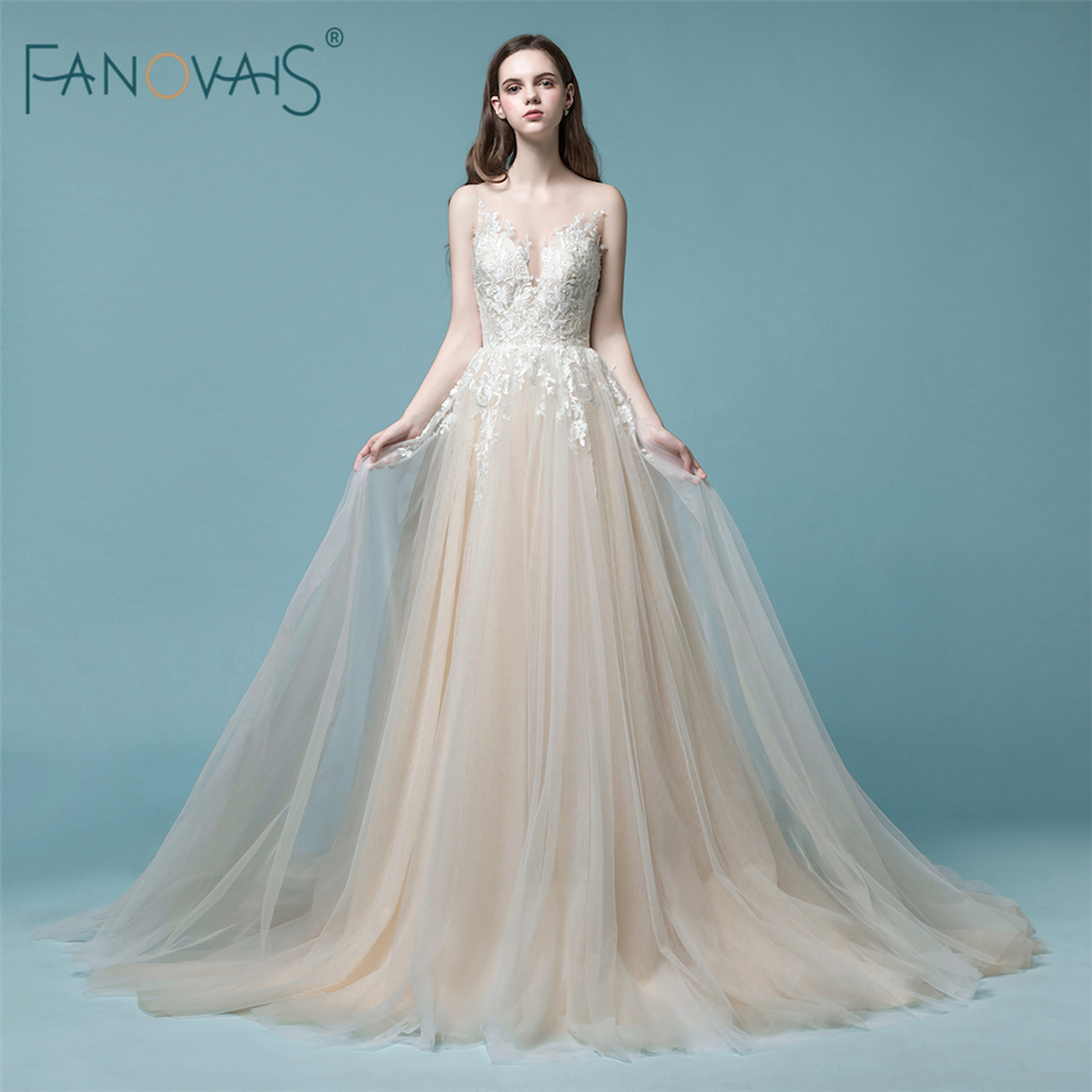 Elegant Champagne Wedding Dress 2019 Long Sleeveless Boho Wedding Gown Lace Bridal Gown Robe de mariee