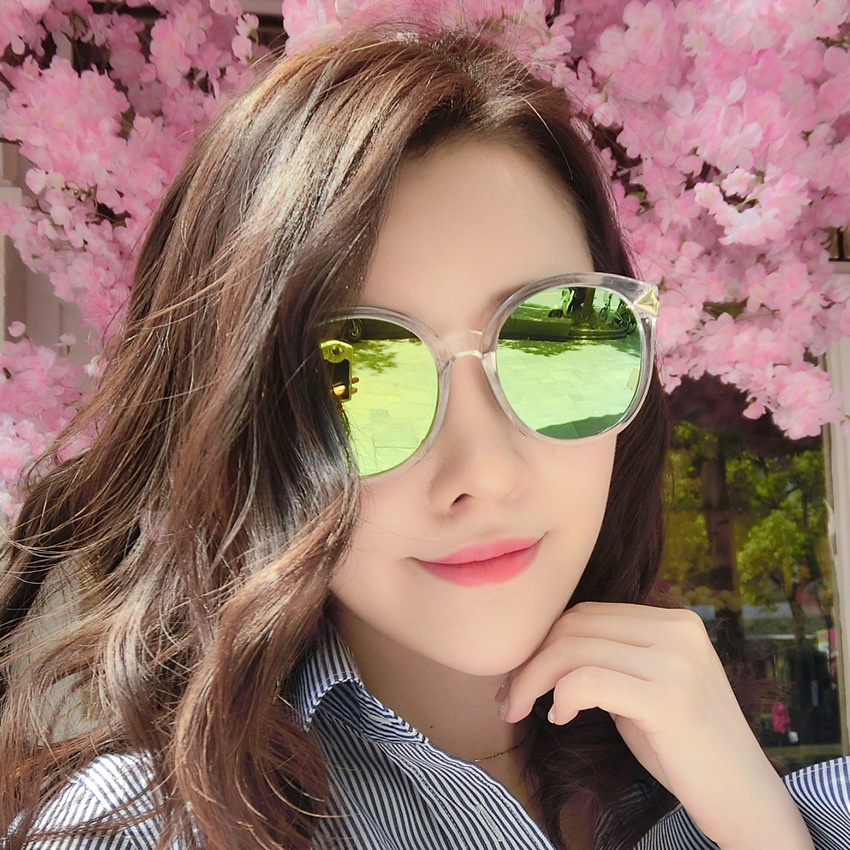 64113c4009b New Style 2017 Lady Big Frame Fashion Sunglasses All Match Woman Dark  Glasses Luxury Brand Arrow Pattern Frog Mirror-in Sunglasses from Apparel  Accessories ...