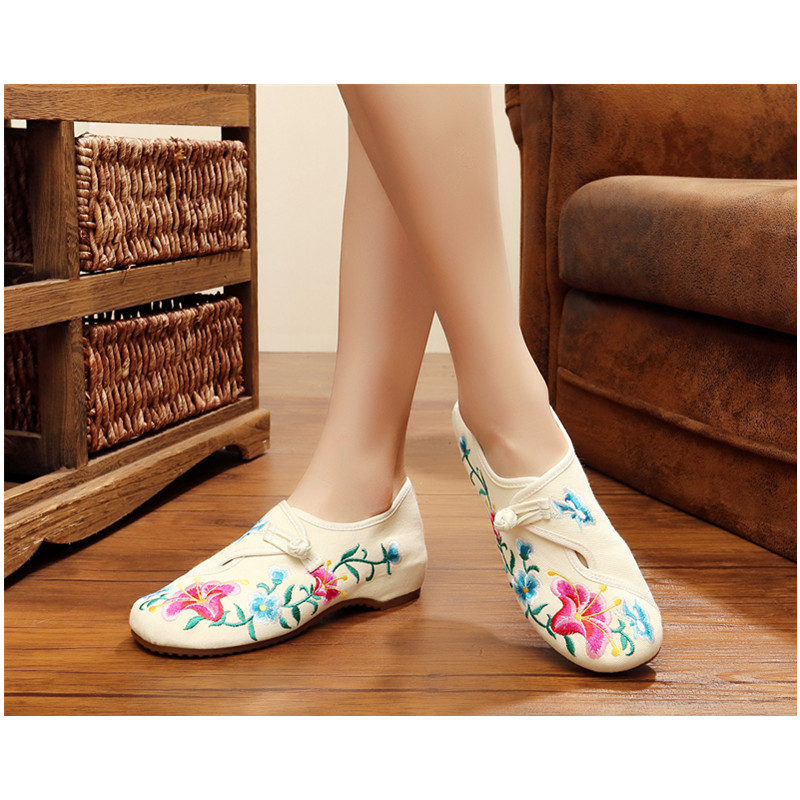 New arrive flower morning glory Flat shoes Women Old Beijing Embroidered Shoes Adult qipao Wedding shoe Traditional button winter women flat shoes new old beijing