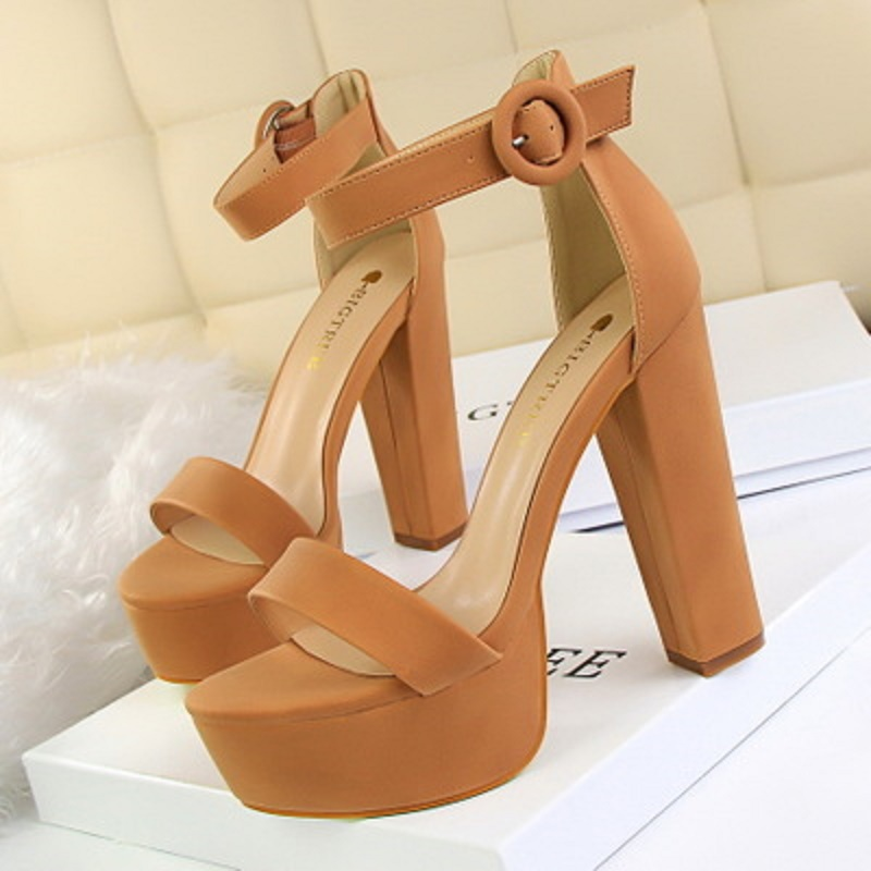 2018 summer fashion thick with ultra-thin high heels sexy nightclub women's shoes waterproof platform open toe buckle sandals 2016 spring new european and american fashion shoes thick with fish head shoes nightclub new ultra high heels sandals b454