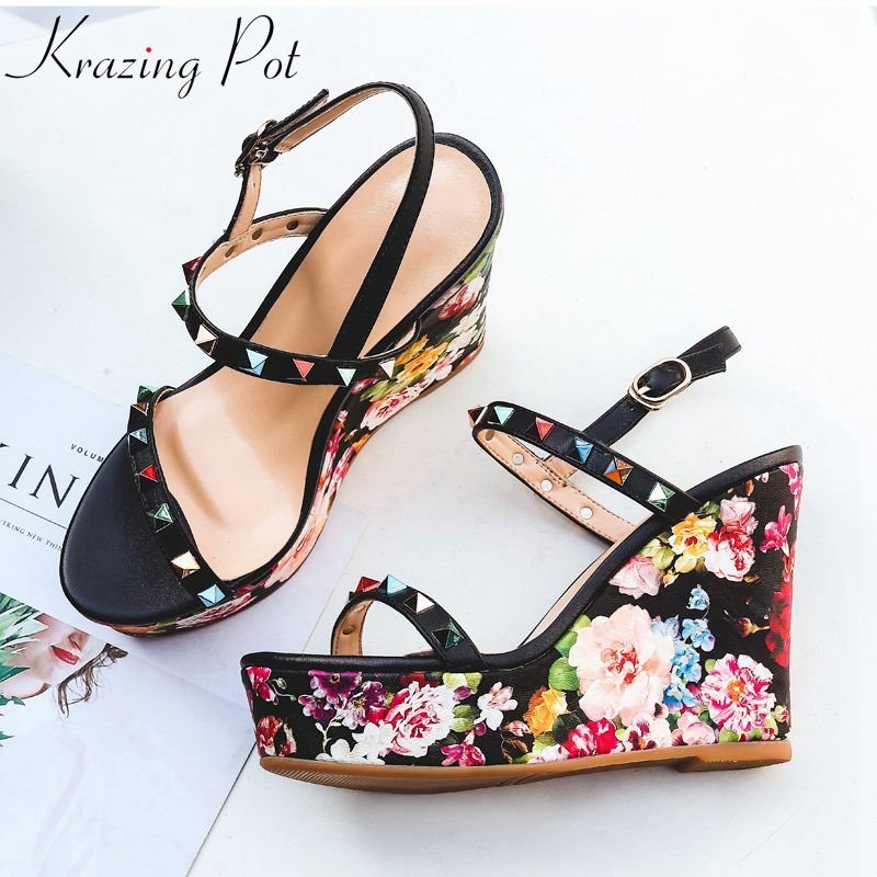 где купить Krazing Pot full grain leather platform sandals runway super high heel increased floral patterns colorful rivet wedges shoes L06 дешево