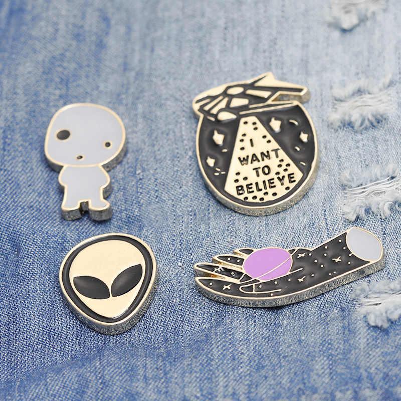 Panie kreatywna kreskówka broszka pies matka kot pani alien jajko broszka broszka kołnierz torba kapelusz odznaka dzieci biżuteria akcesoria