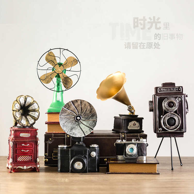 Vintage Resin Decorative Phonograph Camera Radio and Vintage Telephone Bar Decoration Home Crafts