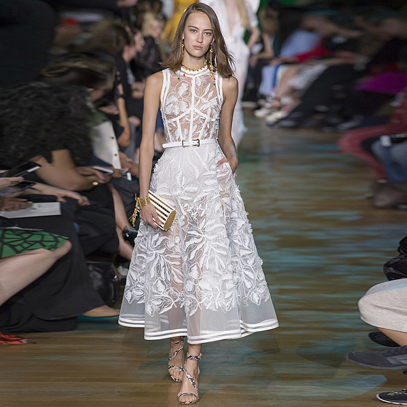 все цены на Long Dress High Quality 2018 Spring Summer New Women Party Fashion Sexy White Maxi Vintage Elegant Chic Sleeveless Vest Dresses