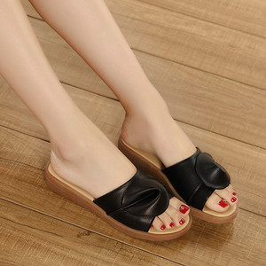 Image 4 - BEYARNE נשים סנדלי כפכפים כפכפים אופנה פלטפורמת סנדלי עור Wedeges נעלי עקבים חוף שקופיות נעלי נעליים