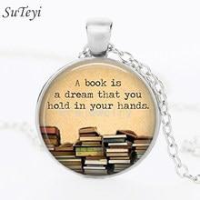 Suteyi a um livro é um drem que você segura em suas mãos necklace palavras colar livros antigos foto vidro cabochão pingente artesanal jóias diy