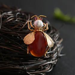 Amxiu индивидуальные ручной работы натуральный красный агат Ювелирные изделия из жемчуга Мода Пчела Форма небольшая брошь и Позолоченный
