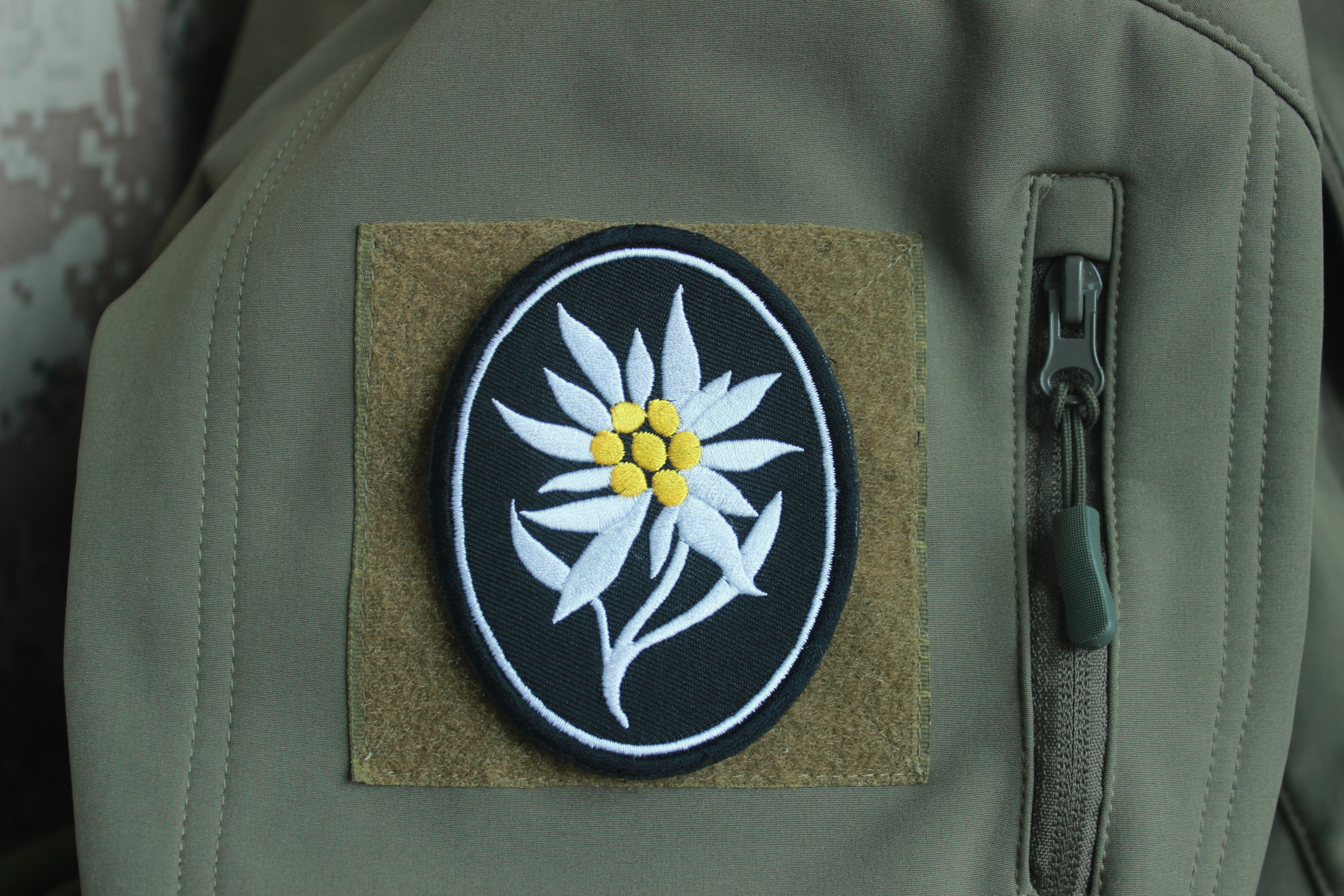 Army 1101st Signal Brigade Unit Crest Veteran Mens Casual Classic Fit Short Summer Beach Shorts U.S