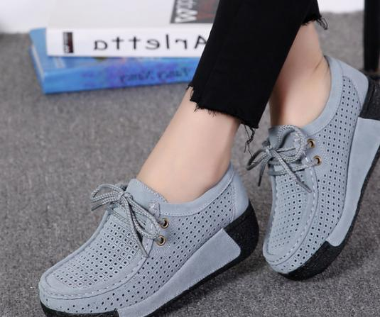 2018 new women's   leather     suede   flat crawling shoes hollow tie flat soft shoes.