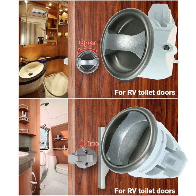 Riverside RV Park & Resort: Cabin 14 Jacuzzi tub/Bathroom Door