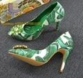 Primavera elegante verde de plumas impresas zapatos de novia exquisita multicolor de bling bling zapatos de boda punta estrecha de tacón alto
