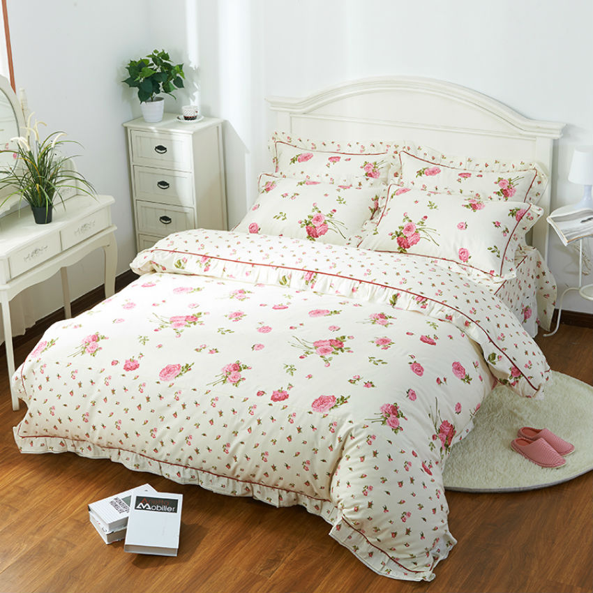 Where to buy DiaNoche Duvet Covers Twill - Flower Family cheap and good quality for sale Bedroom furniture Best Deals. DiaNoche Designs works with artists from around the world to bring unique artistic products to decorate all aspects of your home.