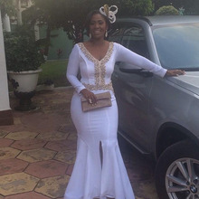 Weiß Afrikanische Prom Kleid V-ausschnitt Perlen Bodenlangen Stretch Satin Frontseiten-schlitz Lange Nixe-abschlussball 2017