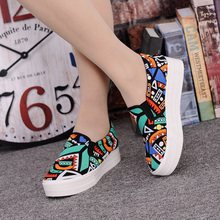 Canvas Shoes Women Girl 2016 New Footwear Female Slip On Platform Casual Shoes Flatform Autumn Graffiti Round Toe Loafers Flats