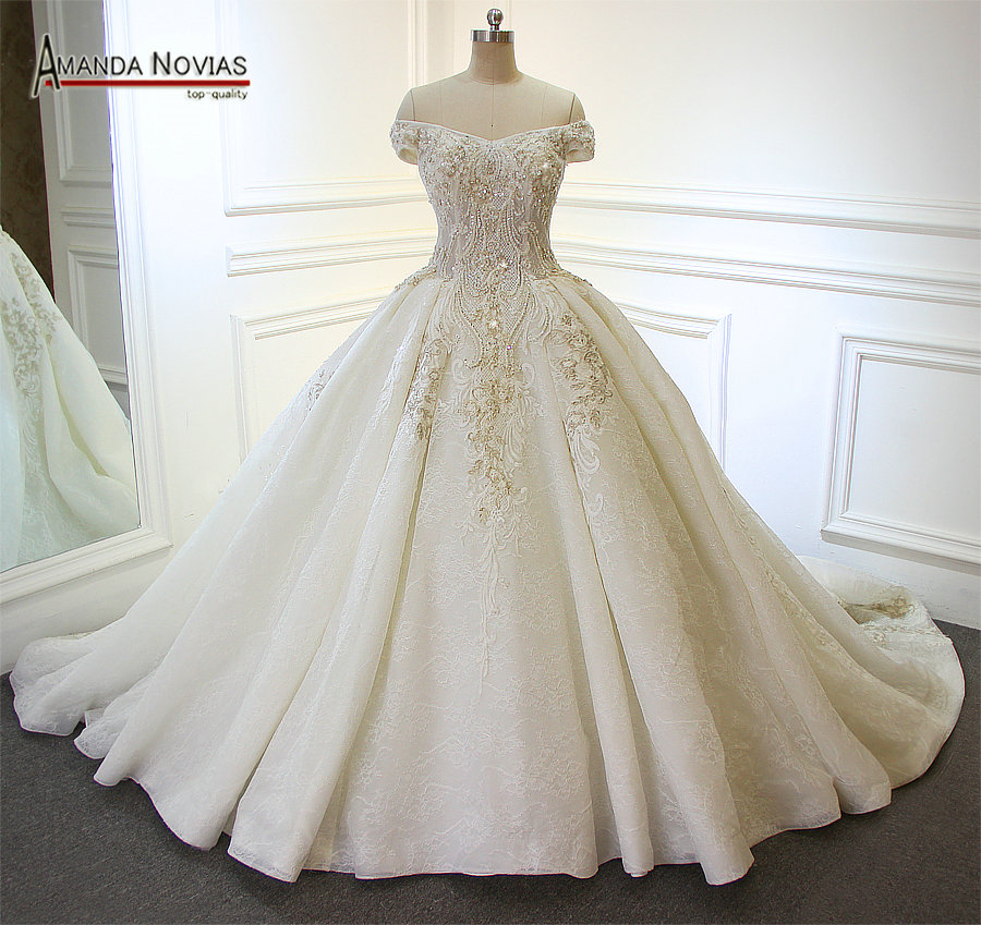 Us 11610 10 Offamanda Novias Off Shoulder Sleeves Lace Applique Patterns Pearls Shiny Luxury Long Train Wedding Dress In Wedding Dresses From