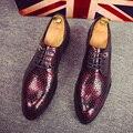Calzado de hombres 2016 tacos zapatos mocasines de piel de serpiente de la marca de lujo zapatillas de ballet de charol brillante zapatos brogue oxford para los hombres