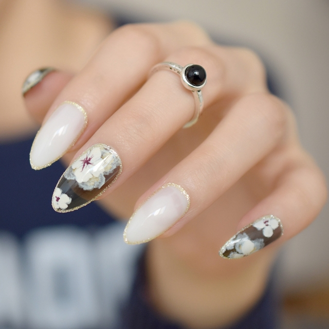 24pcskit almond shape acrylic nails gold glitter decoration 24pcskit almond shape acrylic nails gold glitter decoration medium sharp finished false nail art prinsesfo Choice Image
