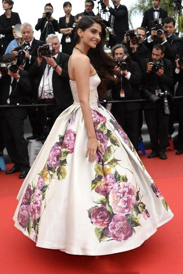 Inspired by Sonam Kapoor Canne Celebrity White with Printed Flowers Ball Gown Red Carpet Dresses 2014 Real (1)