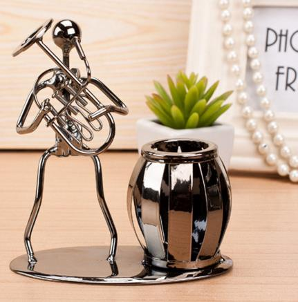 Creative Business Gift Small Iron Man Metal Crafts Band Style Iron Pen Holder Office Desktop Ornament Fashion Home Decor