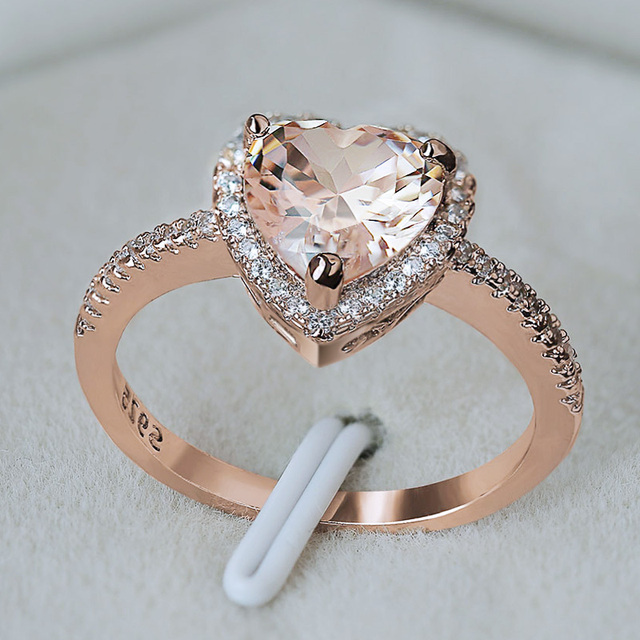 Huitan clássico solitaire anel com forma de coração zircônia cúbica prong ajuste casamento anéis de noivado para meninas feminino tamanho 6 10