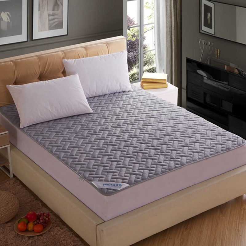 Breathable mesh; Bamboo charcoal fiber; Cotton; Sewing embroidering. The fitted; The mattress cover; Simmons cases; Home; The ho