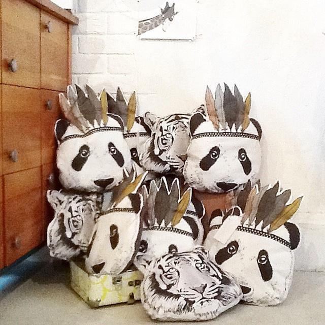 2016 Nova MAKA CRIANÇAS Fahion Bebê Brinquedos de Pelúcia Travesseiro Crianças Cama Quarto Sofa Decorativa Indian Almofada Panda das Crianças Melhor presente