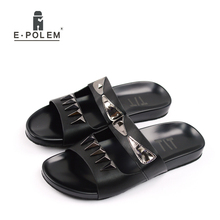 купить 2017 New Men Slippers Summer Anti-skid Breathable Outdoor Beach Shoes Black Cool Fashion Men Rivet slippers sandals Hot Sale дешево