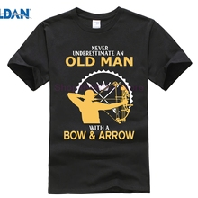 GILDAN Never Understimate an Old Man with a Bow and Arrow Te