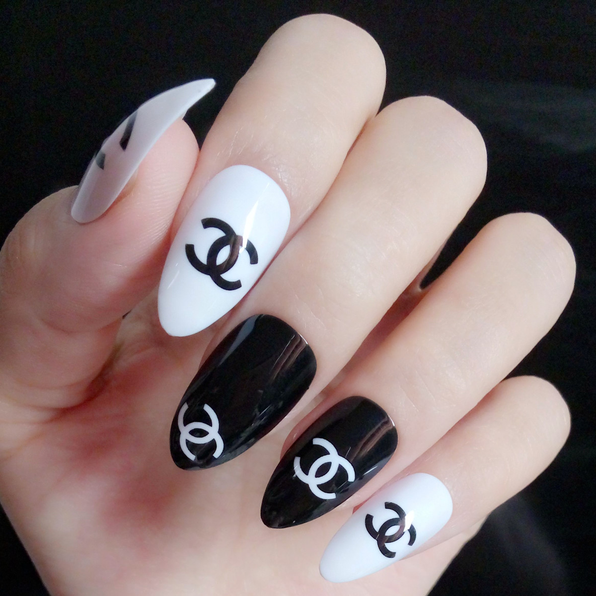 Aliexpress.com : Buy Fashion Fake Nail Classic Black White
