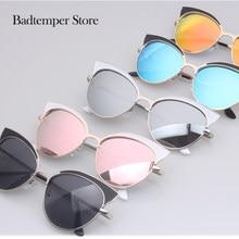 bae5535f69 ROUPAI 2017 las nuevas mujeres gafas de sol tonos playa elegante mujer  medio marco Retro 50 s diseño de la marca de ojo de gato .