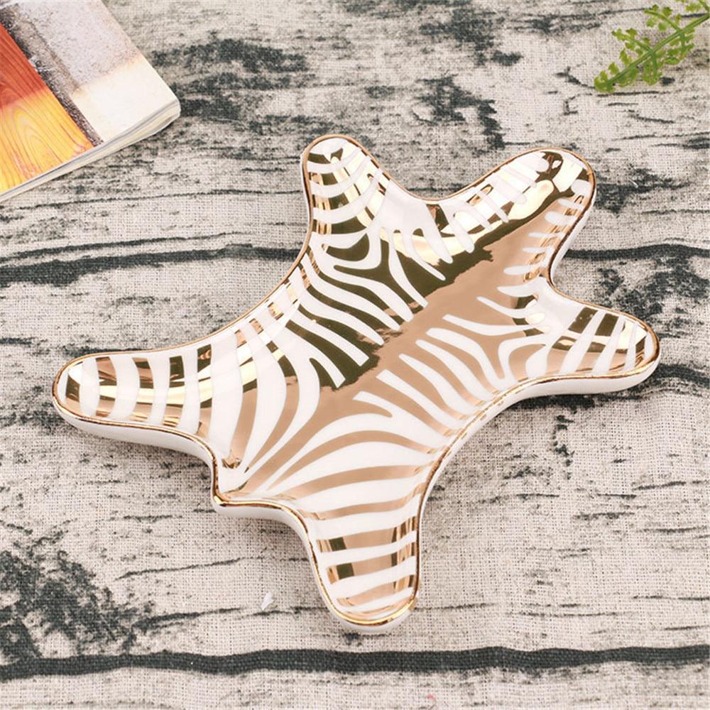 feba37067b34 Bandejas de cerámica de piel de tigre de oro nórdico decorativas de cebra  pequeñas joyas anillos ...