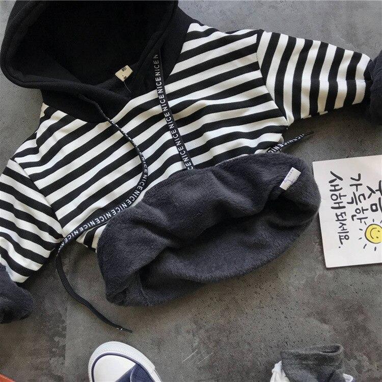 Image 4 - 2018; сезон осень зима; комплект детской одежды для маленьких мальчиков; комплекты одежды для мальчиков; утепленное платье жилет + плюс трикотажная кофта на молнии с капюшоном + плюшевые штаны 3 шт./компл. комплект детской одежды-in Комплекты одежды from Мать и ребенок