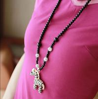 OMH Wholesale Fashion Jewelry Cute Wooden Horse Crystal Pendant Beads Chain Women Necklace Clothing Accessories XL137