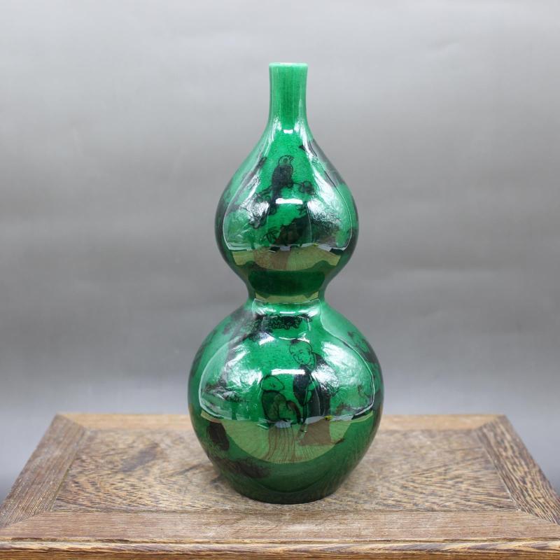 Gourde en porcelaine émaillée verte