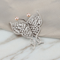 Luxury Rhinestone Butterfly Brooches Women Natural Pearl Brooch Pins Colour Crystal Jewelry for Female Wedding Party Accessories