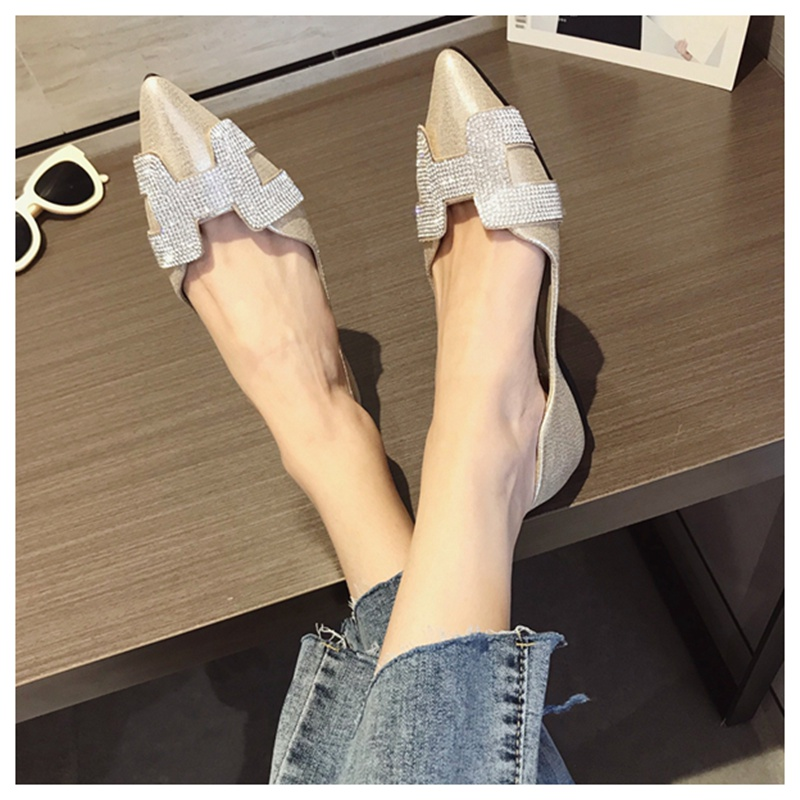 7  SUOJIALUN Vogue Girls Flat Ballet Footwear Bling Crystal Pointed Toe Flats Footwear Elegant Snug Woman Shiny Footwear HTB1QqmkzY1YBuNjSszhq6AUsFXac