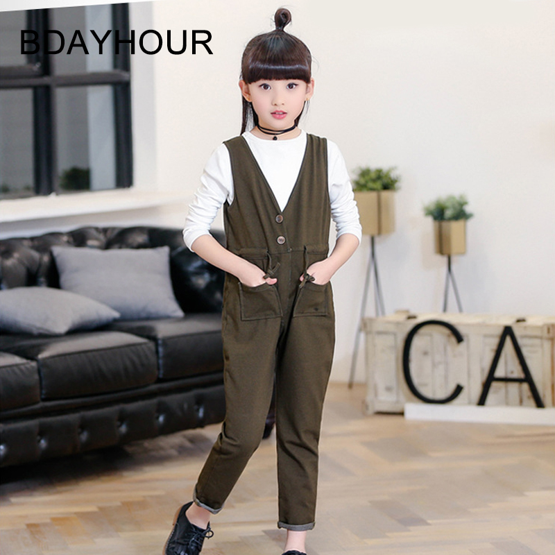 ФОТО Spring New Children'S Clothing 2017 Cotton Double-Pocket V-Neck Korean Version Military Green Girl Sets (Overalls+White T-Shirt)